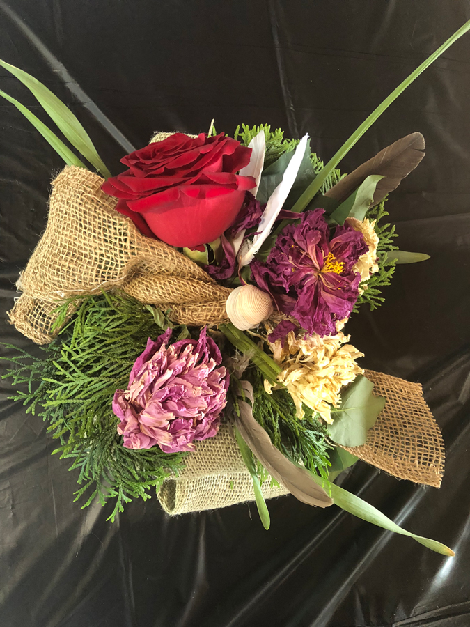 Flower boquet with burlap bow